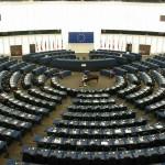 La rappresentanza politica nei gruppi del Parlamento europeo. Il divieto di mandato imperativo