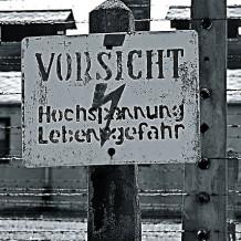 640px-Auschwitz-Hochspannung-218×218